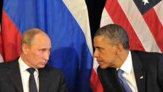 US President Barack Obama (right) meets his Russian counterpart Vladimir Putin (left) in Mexico (18 June 2012)