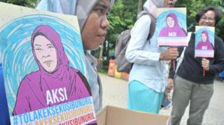 Aksi solidaritas untuk Baiq Nuril.