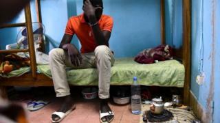 Un étudiant dans sa chambre à l'université Cheikh Anta Diop de Dakar. (Image d'archives)