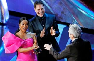Alfonso Cuaron receives the Foreign Language Film award from Angela Bassett and Javier Bardem.