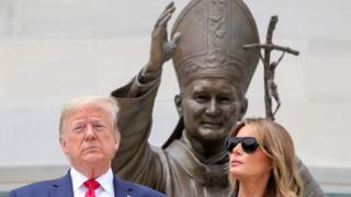 بنای یادبود ژان پل قدیس دومین مکان مذهبی است که ترامپ در دو روز گذشته از آن دیدن کرده است