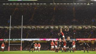 A line-out in the Wales v New Zealand autumn international