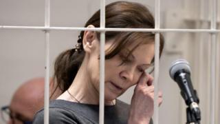 """Елена Решетова по время последнего слова, в """"клетке"""" на скамье подсудимых"""