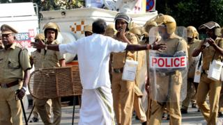 Indian Police patrol during clashes between Communist Party of India (Marxist) (CPM) and Bhartiya Janta Party (BJP) in front of the Kerala Government Secretariat in Thiruvnanthapuram on January 02, 2019