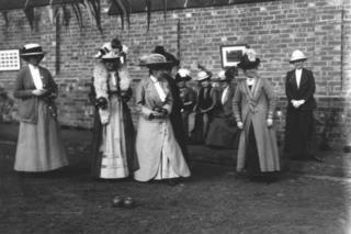 Mujeres en Bowling Club, Chesterfield, 1900