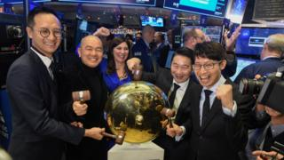 Cussion Kar Shun Pang, CEO of Tencent Music Entertainment with the company's leadership team rings a ceremonial bell to celebrate company's IPO on the floor of the New York Stock Exchange (NYSE) in New York, U.S., December 12, 2018. REUTERS/Bryan R Smith