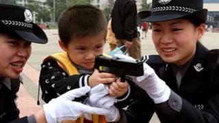 Члени жіночого поліцейського патруля