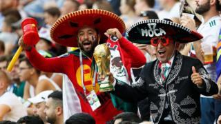 Seguidores de México celebran el triunfo ante Corea del Sur.