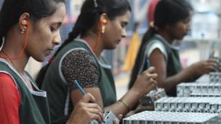 """الاعتماد على الآلات الحديثة """"يهدد العاملين"""" في الهند"""