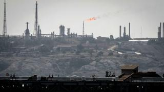تاسیسات نفتی خارک
