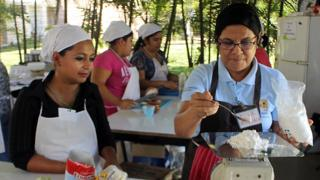 Claudia Aguillon (left) at the cookery class