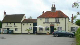 Red Lion pub in Oakley Green (photograph taken in 2008)