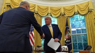 """Трамп приветствовал """"первую фазу"""" сделки с Китаем"""