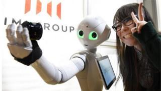 Softbank phát triển sản phẩm Pepper
