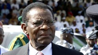 Le président Obiang n'a pas détaillé la raison de ces emprisonnements, ni si les détenus étaient sous le coup d'une procédure judiciaire.