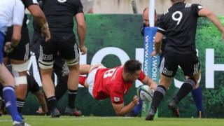 Taine Basham scores in corner for Wales u20