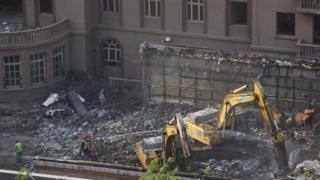 हमले के बीस साल बाद दूतावस की जीर्ण-शीर्ण इमारत को ढहाने का फ़ैसला लिया गया