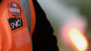 """Les syndicats des chemins de fer promettent de faire """"dérailler"""" le projet d'Edouard Philippe."""