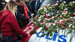 Цветы у места взрыва