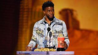 Chadwick Boseman collect MTV Award
