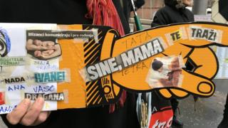 protest Majke u kutijama