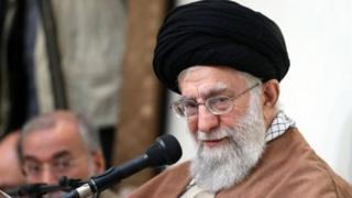 Xamneyi, İran, İngilis dili qadağası