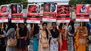 (캡션) 누스랏의 고향에서 여성들이 시위를 벌이고 있다