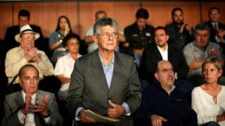 """El diputado Henry Ramos Allup presentó el plan de """"gobierno de unión nacional"""" de la oposición."""