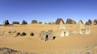 पिरामिड
