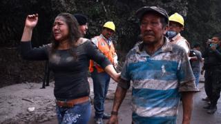 Жителі села Ель Родео - їхнє село повністю потонуло в розпечених потоках