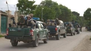 সেনাবাহিনীর পোশাক পড়ে একটি সামরিক ঘাটিতে চালানো তালেবান হামলায় কমপক্ষে ৭০জন নিহত হয়েছে বলে আফগান কর্তৃপক্ষ জানিয়েছে