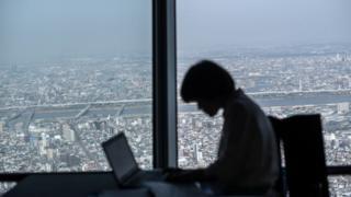 """หลายบริษัทในญี่ปุ่นกำหนด """"วันกลับบ้านเร็ว"""" ในแต่ละเดือน เพื่อชาวยแก้ปัญหาสุขภาพจิตของพนักงาน"""