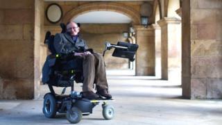 M. Hawking souffrait d'une affection dégénérative paralysante diagnostiquée il y a plus de 50 ans.