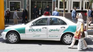 سيارة شرطة بأحد شوارع إيران