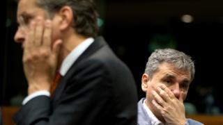 Greek Finance Minister Euclid Tsakalotos, right, and Dutch Finance Minister Jeroen Dijsselbloem, left, attend a meeting of EU finance ministers in Brussels, 25 May