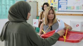 Un bureau de vote à Ennasr, dans le nprd-est de Tunis, la capitale tunisienne