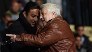 Depuis qu'il est dirigé par Mortada Mansour (à droite), le Zamalek a connu une dizaine d'entraîneurs.