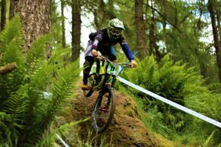 Elite rider Lewis Summers from Aberfeldy competing in the Scottish Downhill Association race at Aberfeldy.