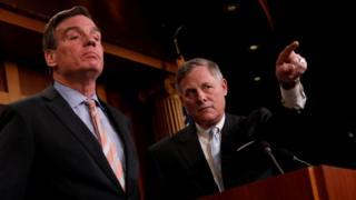 Голова сенатського комітету з розвідки республіканець Річард Берр і його заступник демократ Марк Ворнер