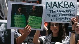 """متظاهرون فلسطينيون في الضفة الغربية يحيون ذكرى """"النكبة"""""""