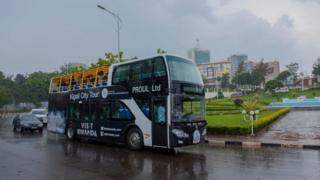 Mabasi ya utalii yaliyozinduliwa jijini kigali yanafananishwa na London buses