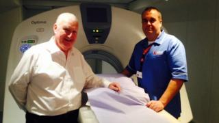Paul Murphy with one of the portable Lung Health Check CT scanners and radiographer Mark Iwankiw