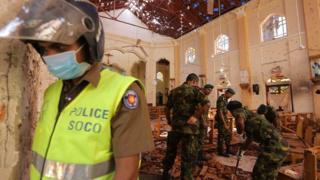 Interior de igreja atacada no Sri Lanka