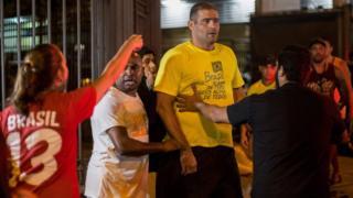 Discussão entre eleitores no Rio após segundo turno das eleições