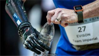 robot ve insan