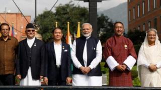 नरेंद्र मोदी पड़ोसी देश के राष्ट्राध्यक्षों के साथ