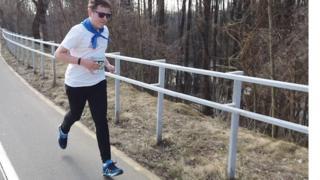 Никита с детства любил бегать, но его не принимали в спортивные секции из-за аутизма. Теперь на двоих с мамой у него 21 медаль с забегов.