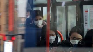 미세먼지 비상조치가 발령된 후 마스크를 착용한 시민들이 눈에 띄게 늘었다