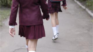 Школьницы в форме
