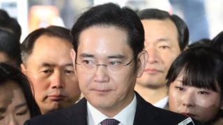 Samsung boss Lee Jae-yong (centre)